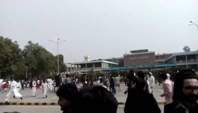 پنجاب یونیورسٹی میں دو طلبا تنظیموں کے درمیان تصادم کے نتیجے میں متعدد افراد زخمی ہوگئے