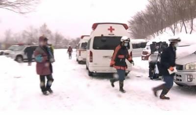 جاپان کے شمالی سیاحتی مقام ٹوچیگی میں برفانی تودہ گرنے سے 70 طلباء اور اساتذہ پھس گئے۔