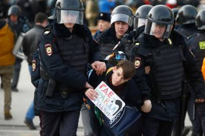 روس میں کرپشن کے خلاف مظاہرے پر پولیس ٹوٹ پڑی، اپوزیشن لیڈر رہنما سمیت درجنوں افراد کو گرفتار کرلیا گیا