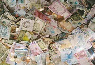 امریکی ڈالر، سعودی ریال، اماراتی درہم اور برطانوی پاﺅنڈ کی قدروں میں اضافہ