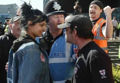 برطانیہ میں پاکستانی لڑکی نسل پرستی کیخلاف مثال بن گئی۔