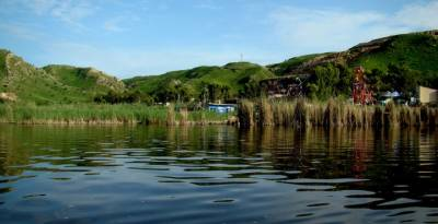 تاریخی نمکین پانی کی جھیل کلرکہار اپنی خوبصورتی اور فطرتی حسن کی اپنی مثال
