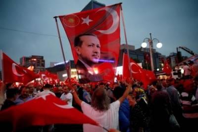 ترکی کو صدارتی طرز حکومت میں تبدیل کرنے کے لیے ریفرینڈم میں ووٹنگ جاری