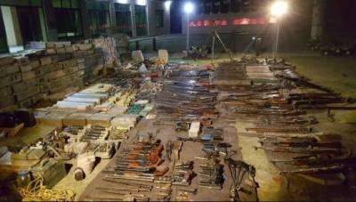 پاک فوج نے کرم اور اورکزئی ایجنسی میں کارروائیاں کرتے ہوئے اسلحے کے بڑے زخیرے برآمد کر لئے
