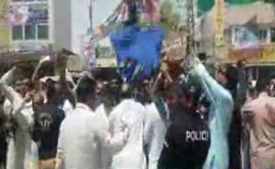 لاڑکانہ میں احتجاج کے دوران جیالے اور متوالے آمنے سامنے آگئے, پولیس نے بیچ بچاؤ کرایا
