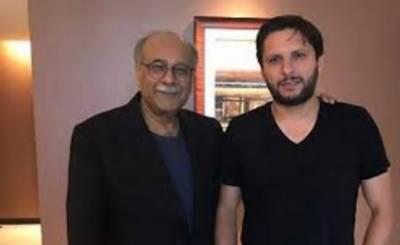 چیئرمین پاکستان سپر لیگ نجم سیٹھی اور سابق کپتان قومی کرکٹ ٹیم شاہدخان آفریدی کے درمیان دبئی میں ملاقات ہوئی