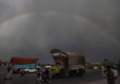 آئندہ چوبیس گھنٹے کے دوران ملک کے مختلف علاقوں میں تیزہواؤں اور گرج چمک کیساتھ بارش کا امکان ہے۔