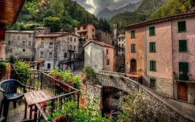 اٹلی کے ایک گاؤں کی انتظامیہ نے آبادی بڑھانے کا منفرد طریقہ ڈھونڈ نکالا