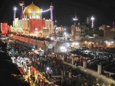 سہیون شریف میں حضرت لعل شہباز قلندر کے سات سو پینسٹھ ویں عرس کی تقریبات کے تیسرے روز ملک بھرسے زائرین کی آمد کا سلسلہ جاری