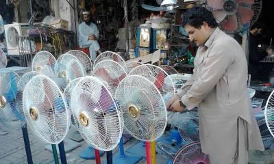 پشاور کے لوگوں نے گرمی میں لوڈشیڈنگ کا توڑ نکال لیا۔