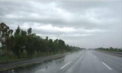 ملک کےمختلف مقامات پرگرمی سے ستائے شہریوں پر بارانِ رحمت برس پڑا، پنجاب کے بالائی علاقوں، آزاد کشمیر اور اسلام آباد میں بارش سے موسم سہانا ہوگیا