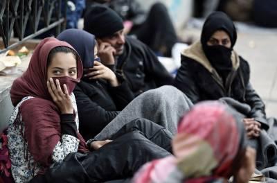 افغان مہاجرین کی ملک واپسی عارضی طور پر روک دی گئی۔