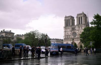پیرس میں پولیس اہلکار کی فائرنگ سے حملہ آور زخمی