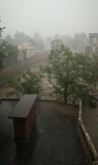 لاہور سمیت پنجاب کے مختلف شہروں میں موسلادھار بارش نے رت ہی بدل دی
