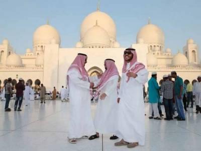 سعودی عرب اور متحدہ عرب امارات سمیت کئی عرب اور خلیجی ممالک میں عیدالفطر مذہبی جوش و جذبے سے منائی جارہی ہے،