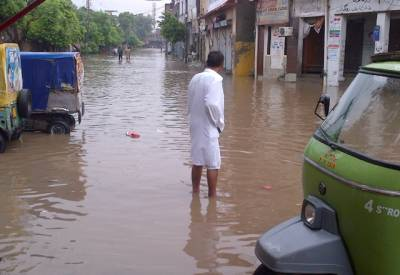 بارشیں تباہی مچانے لگیں، کرنٹ لگنے، چھتیں اور دیواریں گرنے سے 4 افراد جاں بحق، درجنوں زخمی