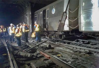 امریکی شہرنیویارک میں زیرزمین چلنے والی ٹرین پٹری سے اتر گئی۔