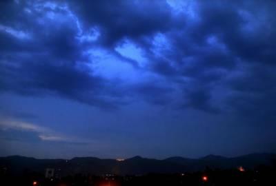 ٹھنڈی ہوائیں، آندھی اور موسلادھار بارش نے موسم کا مزاج بدل دیا۔