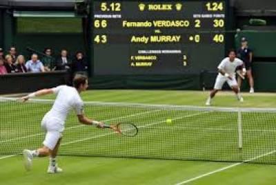 ومبلڈن ٹینس ٹورنامنٹ میں راجر فیڈرر اور نوواک جووکوچ نے کوارٹر فائنل میں جگہ بنا لی،