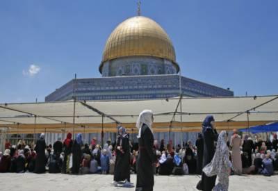 مسجد اقصٰی میں داخلے کے لیے عائد کردہ نئے سیکیورٹی اقدامات کو فلسطینی مسلمانوں نے مسترد کردیا۔