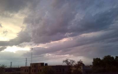 ملک میں بادلوں نے ہر طرف چھایہ کردیا۔