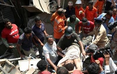 کراچی: لیاقت آباد میں عمارت گرنے سے جاں بحق افراد کی تعداد 4 ہوگئی۔