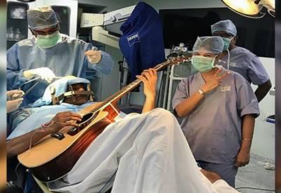 انڈین موسیقار آپریشن ٹیبل پر بھی گٹار بجاتا رہا۔