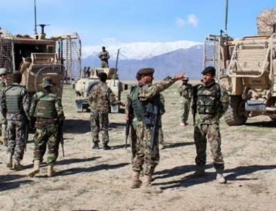 افغانستان کے صوبہ قندھار میں واقع فوجی اڈے پر طالبان نے حملہ کرکے چھبیس فوجیوں کو ہلاک اور تیرہ کو زخمی کردیا
