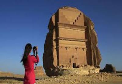 سعودی عرب میں سیاحتی ویزے کا قانون جاری، نفاذ 6 ماہ بعد شروع ہوگا۔