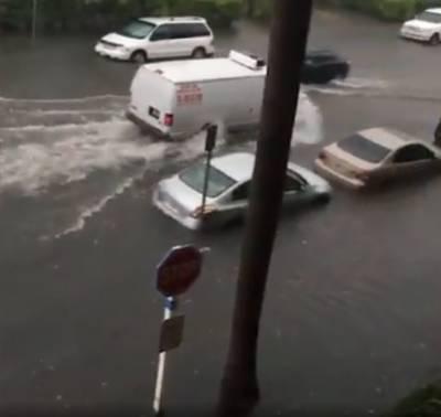 امریکی ریاست فلوریڈا کے شہر میامی کی سڑکیں طوفانی بارشوں کے باعث پانی میں ڈوب گئیں