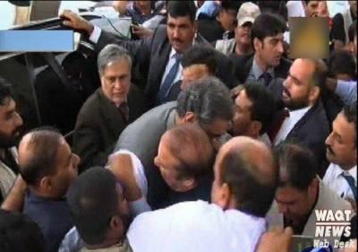 وزیراعظم شاہد خاقان عباسی نے نواز شریف کے قافلے کو الوداع کیا۔