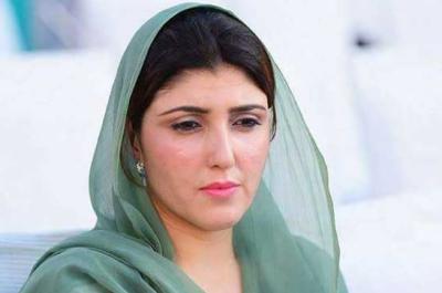 ہم تو آزاد ہوگئے لیکن عمران خان اب بھی برطانیہ کے ذہنی غلام ہیں:عائشہ گلالئی