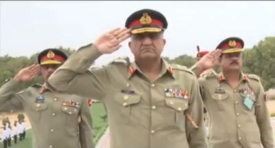 آرمی چیف جنرل قمر جاوید باجوہ کا سندھ رجمنٹل سنٹرحیدرآباد کا دورہ، یادگار شہدا پر پھول رکھے