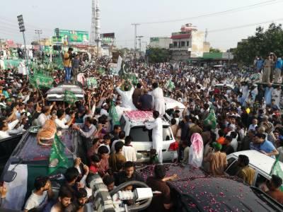نوازشریف کے کاروان کی لاہور آمد سے پہلے ہی کارکن قافلوں کی صورت میں اپنے قائد کے استقبال کیلئے پہنچ رہے ہیں