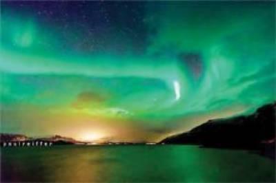 ناروے کے آسمان پر گزشتہ دنوں رنگوں کے انوکھے نظارے دیکھنے میں آئے جس نے دیکھنے والوں کو اپنے سحر میں جکڑ لیا