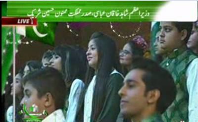 اسلام آباد کی مرکزی تقریب کے احتتام پر ملی نغموں پر دھنیں چھیڑیں تو وہاں موجود حاضرین کا جذبہ قابل دید تھا