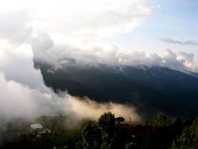 ملک میں مون سون بارشوں کا زور آج کشمیر اور گلگت بلتستان میں رہے گا۔