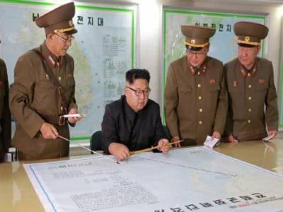 شمالی کوریا کے سپریم کمانڈر کم جونگ ان کا کہنا ہے کہ وہ امریکی جزیرے گوام کو نشانہ بنانے کا منصوبہ ترک کر دیں گے