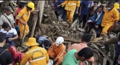 مغربی افریقی ملک سیرا لیون کے دارالحکومت فری ٹائون کے بیرونی علاقہ میں مٹی کے تودے گرنے کے بعد ملبے سے 400لاشیں نکالی گئی ہیں