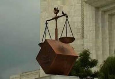 سپریم کورٹ نے قتل کے مقدمات نمٹاتے ہوئے ملزم کو 8 سال بعد بری کردیا۔