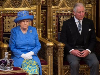 ملکہ الزبتھ 95 سال کی عمر میں تخت سے دستبردار ہو جائیں گی۔ برطانوی اخبار