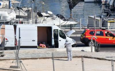 فرانس کے شہر مارسیل میں ایک شخص نے بس سٹاپ پر کھڑے لوگوں پر گاڑی چڑھادی، ایک خاتون ہلاک اور ایک شخص زخمی