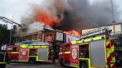 لندن کے شمال مشرقی علاقے چنگ فورڈ میں ایک سپر سٹور میں اچانک آگ بھڑک اٹھی پولیس اور فائربریگیڈ عملہ اطلاع ملتے ہی وہاں پہنچ گیا