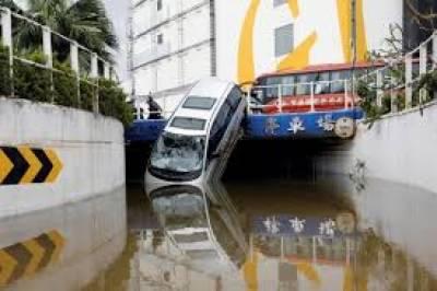 ہیٹو طوفان چین کے انتظامی علاقے مکاؤ سے ٹکرا گیا