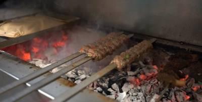 ایران کے ثوریا کباب نامی اس مہنگے ترین کباب کی انفرادیت اس کا ذائقہ اور اس کے اجزاء ہیں جو اسے دیگر کبابوں سے الگ کرتے ہیں