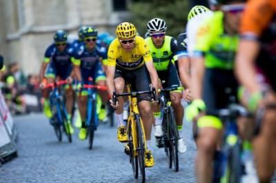 ٹورڈی سپین سائیکل ریس کے چھٹے مرحلے میں مختلف ممالک کے سائیکلٹس شریک