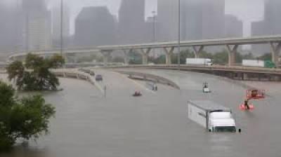 امریکہ کی ریاست ٹیکساس میں آنے والے سمندری طوفان کے بعد پانی کی سطح تیزی سے بلند ہونے لگی ہے