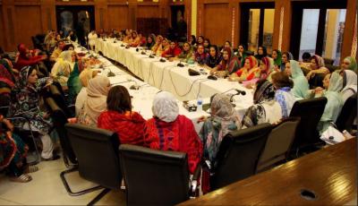 مسلم لیگ ن کی رہنما مریم نواز کی زیر صدارت لاہور کے حلقہ این اے ایک سو بیس سے تعلق رکھنے والی خواتین کا اجلاس