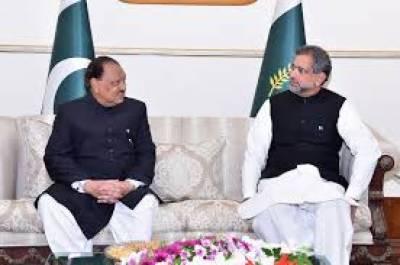 یوم دفاع پاکستان کے موقع پر صدر مملکت ممنون حسین اور وزیر اعظم شاہد خاقان عباسی نے وطن کے دفاع میں قربانیاں پیش کرنے والے بہادر جوانوں کو خراج عقیدت پیش کیا