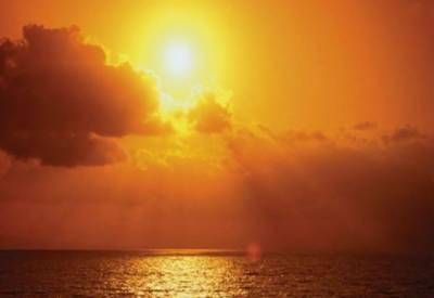 آئندہ چوبیس گھنٹوں کے دوران ملک کے بیشتر علاقوں میں موسم گرم اور مرطوب رہے گا۔